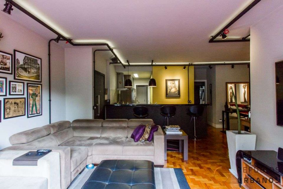 Apartamento na Avenida Paulista, com 91m2 de área útil, dois dormitórios, sendo um deles uma suíte com closet completamente mobiliado.