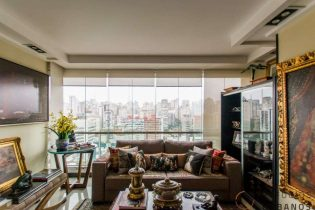 Duplex e a cidade descortinada: 89m² no Jardim Paulista