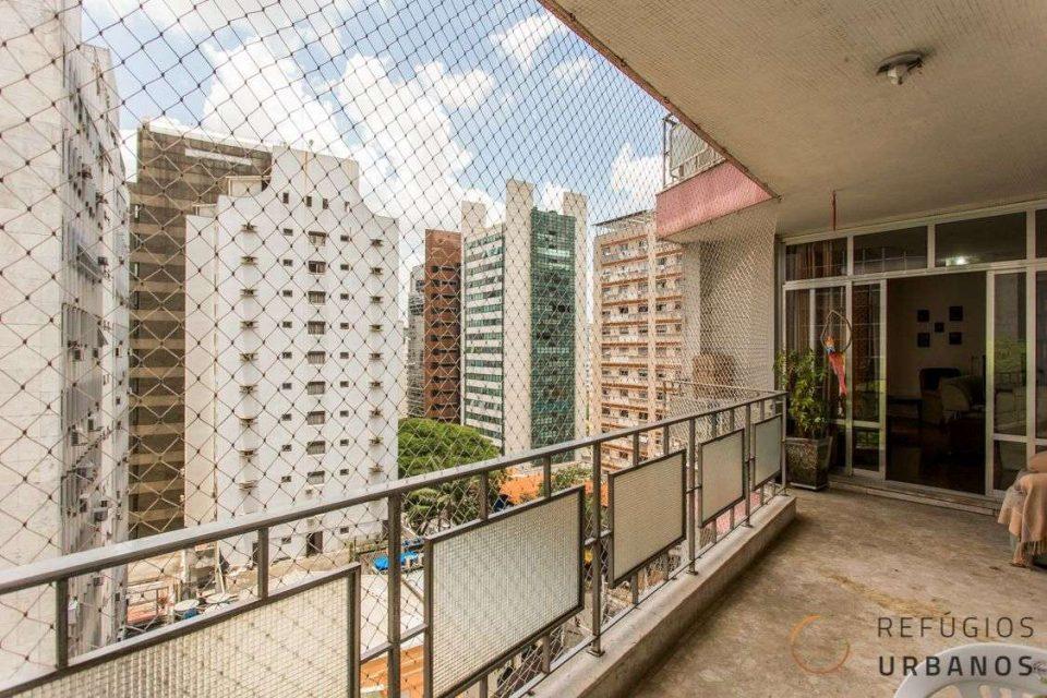 Charme dos anos 60 em 4 dormitórios com varandas no Paraíso!