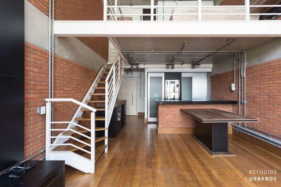 Duplex cheio de estilo no Itaim Bibi: uma suíte e duas vagas