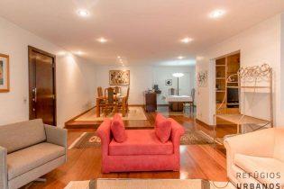 Apartamento Itaim Bibi com 2 vagas e muito potencial!