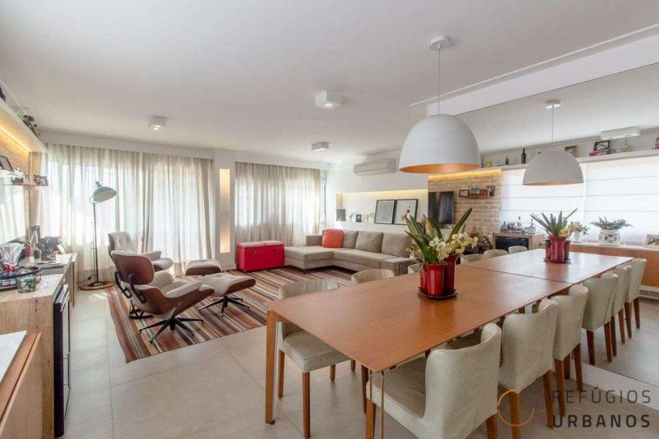 Na Bela Vista, um apartamento de 158m2 completamente reformado e pronto para morar com duas suítes, três vagas e lazer no prédio.