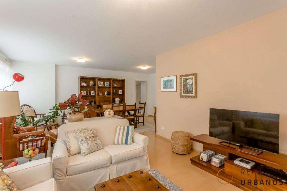 No coração do Itaim, um apartamento com uma planta excelente: 155 metros de área útil com 3 dormitórios (1 suíte) e vaga na garagem.