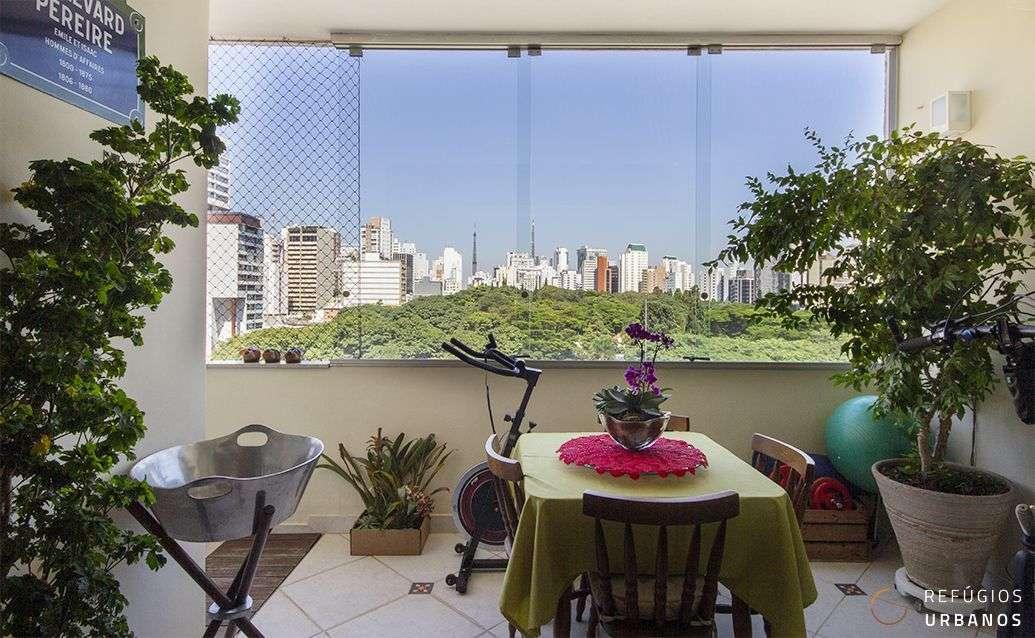 Apartamento em Higienopolis com 118m2, reformado, dois dormitórios, sendo uma suíte, varanda com vista livre e uma vaga em localização super conveniente.