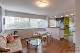 Moema Pássaros, localização privilegiada. Apartamento com 74m2, reformado, 2 quartos com lavabo. Cozinha americana. 1 vaga.