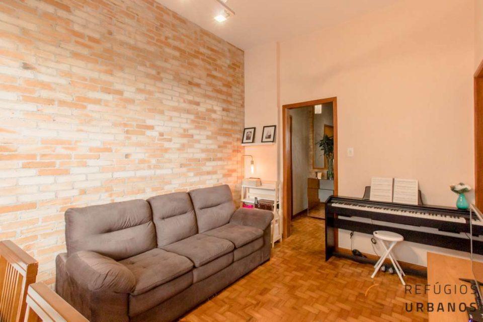 Nos Campos Eliseos, apartamento térreo de 98,41m2 com dois dormitórios e escritório, luminoso e pronto para morar.