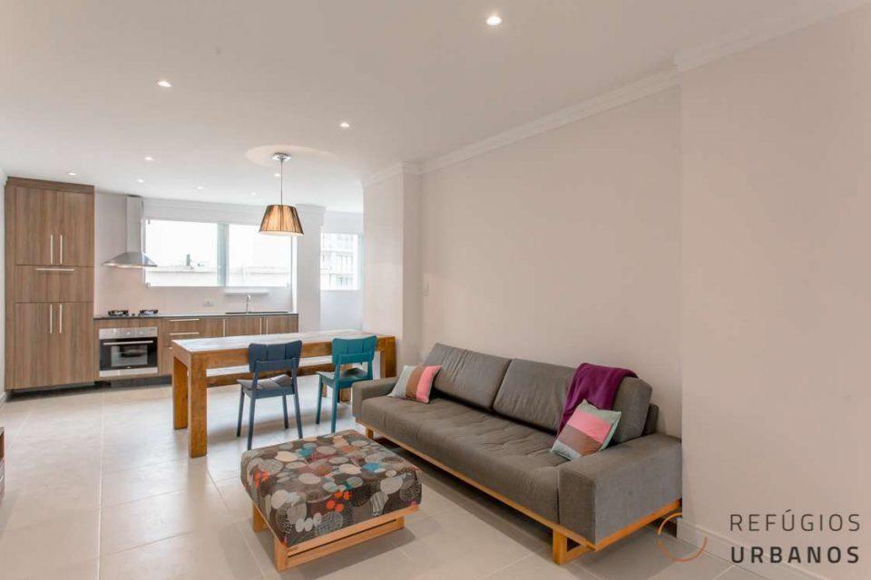 Na Republica, são 99,60m² distribuídos em um apartamento totalmente reformado, ensolarado com 2 dormitórios, sendo uma suíte, em ótima localização.