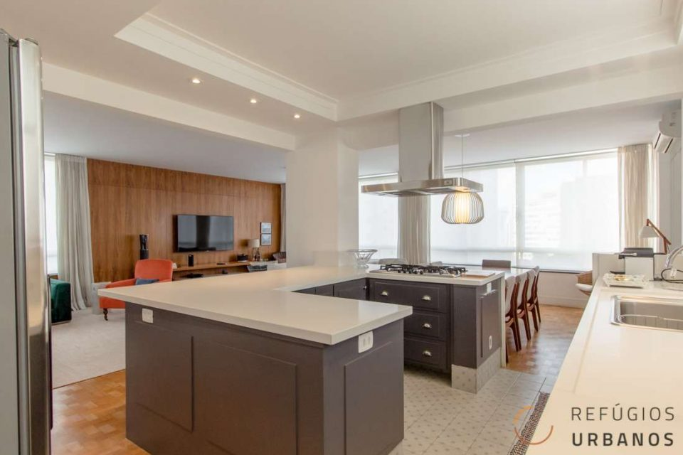 Apartamento espetacular em Higienopolis, com 232m² e reforma sofisticada de muito bom gosto, com dois dormitórios e 2 vagas no melhor do bairro.