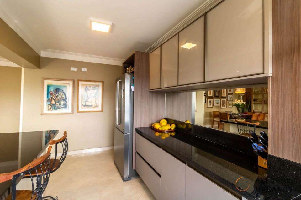 Apartamento em Santa Cecilia com 240 m², sala ampla, 3 suítes com varanda, 4 vagas e lazer, próximo ao Shopping Pátio Higienopolis.