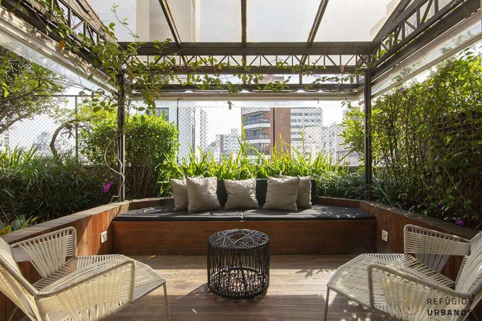 Apartamento duplex em Higienopolis com 248m2, três suítes e três vagas, varandas, terraço com piscina e localização perfeita.
