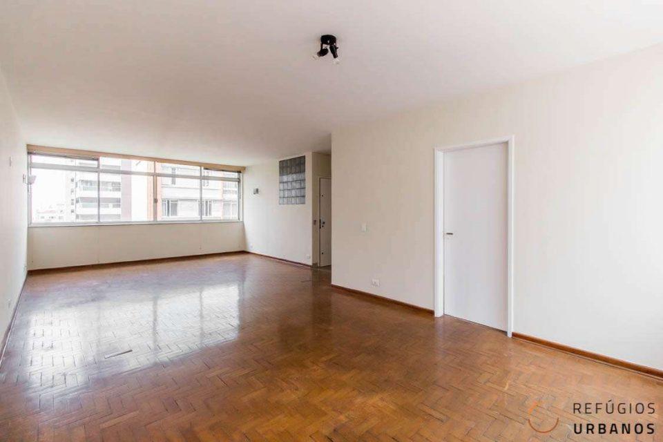 Apartamento de 159m2 com super potencial de reforma,com 3 dormitórios e uma vaga de garagem em localização excelente na Consolação.