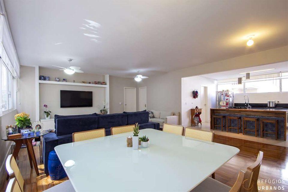 Apartamento em Higienopolis, com 188m2, reformado, 3 quartos, sendo uma suite, e duas vagas em prédio assinado por David Libeskind.