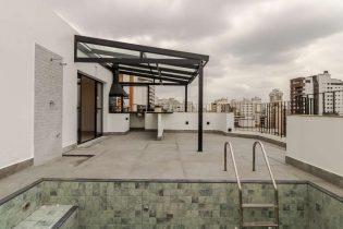 Cobertura duplex em Higienopolis, ao lado do shopping, com 268m2, reformadíssima, terraço com piscina, 3 suites e 3 vagas.