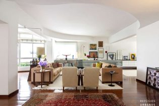 Apartamento em Higienopolis com 450m2, 4 dormitórios, sendo uma suite, mais um escritório, um terraço delicioso e uma vaga na tranquila Rua Itacolomi.