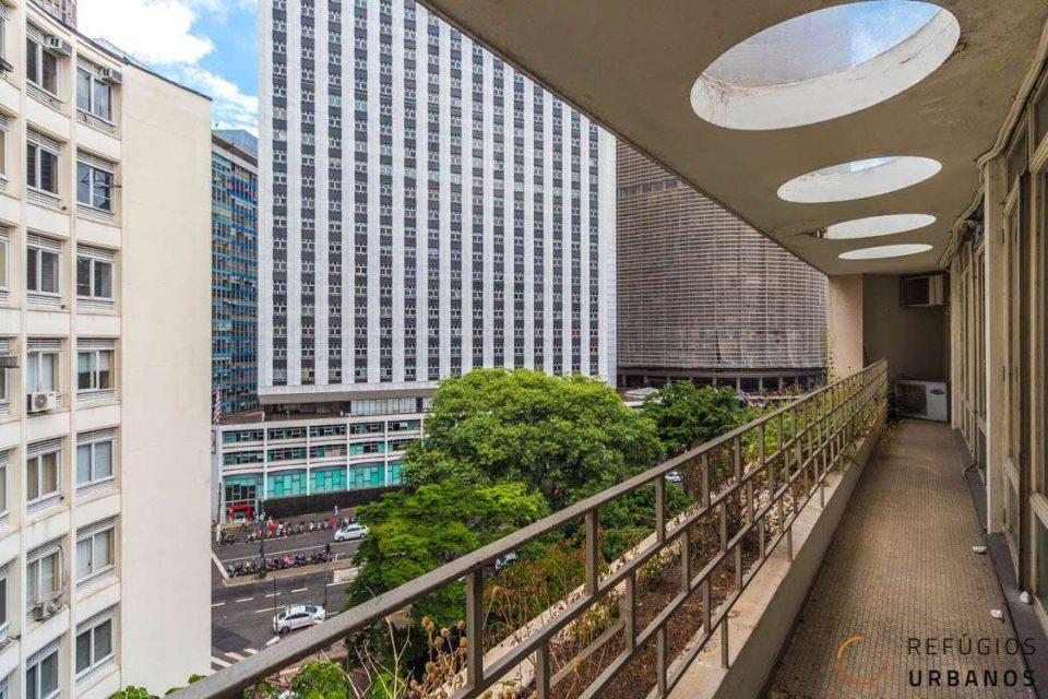 Sala comercial de 93,80M2 no hype da República, no Edificio ABC assinado por Oswaldo Bratke.