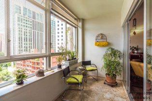 Apartamento de 250 metros quadrados de área útil e uma vaga a apenas uma quadra de distância da Avenida Paulista e muito potencial