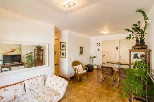 Apartamento de 58m² com 2 dormitórios, varanda, vaga e piscina no condomínio. Pertinho da Praça Horácio Sabino e da linha verde do metrô.