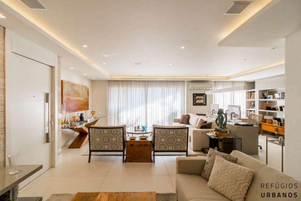 Apartamento de 163m² com varanda, 3 suites e vista para praça, com muito verde! Reformado há pouco tempo, com muito bom gosto e qualidade!