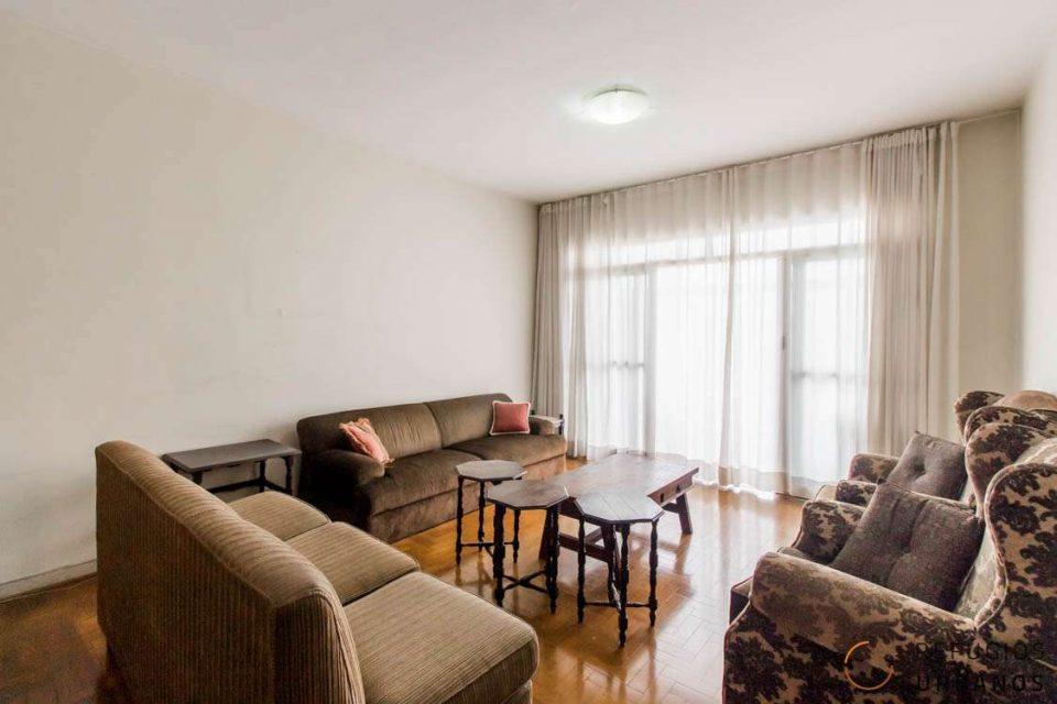Apartamento de 147,30m2 com três dormitórios e varanda no baixo Augusta com um super potencial de reforma, pra ficar incrível