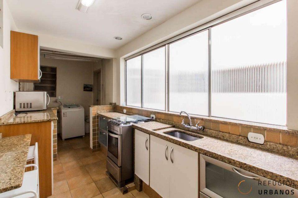 Apartamento de 147m2 com três dormitórios e varanda no baixo Augusta com um super potencial de reforma, pra ficar incrível