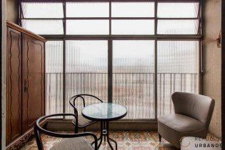 Apartamento de 150m2 com três dormitórios e varanda no baixo Augusta com um super potencial de reforma, pra ficar incrível