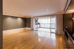 Vila Nova Conceição, apartamento com 234 m2. Condomínio conceito clube com lazer super completo. Andar alto. Varanda com área Gourmet. 3 suítes. 3 vagas.