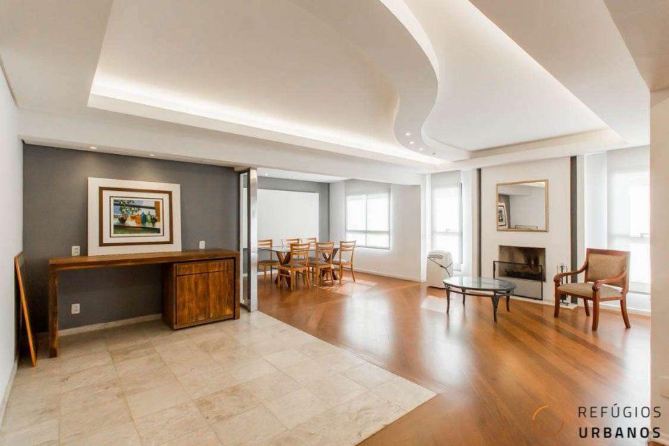 Moema Pássaros, apartamento com 176 m2, 1 por andar, super espaçoso e iluminado. 3 suítes, lavabo, 3 vagas. Pertinho de tudo mesmo.