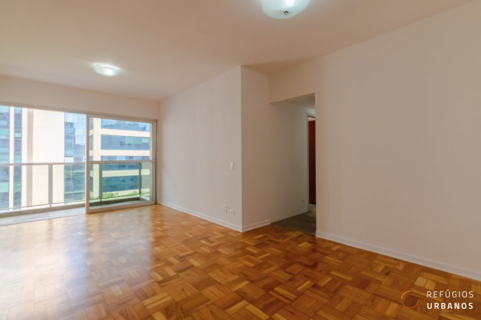 Moema Pássaros, apartamento com 80 m2, planta versátil com 3 quartos, varanda, 2 vagas. Curta caminhada do Ibirapuera.