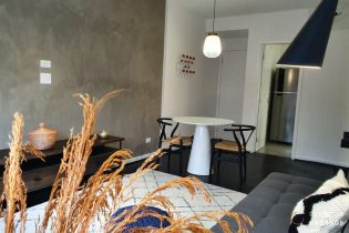 Apartamento completamente reformado no baixo Augusta de 54m2 com um dormitório e vaga de garagem. Mobiliado e pronto para morar.