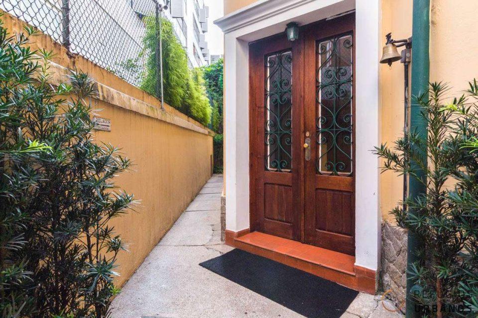 Apartamento com 85 metros quadrados de área útil, térreo, com 3 quartos, em predinho lindo e tradicional do bairro Jardins!