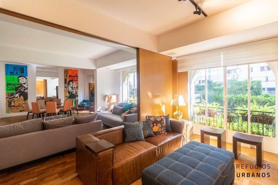 Apartamento em Higienopolis com 198 m2 em prédio neoclássico dos anos 60, reformado, com duas suites e duas vagas em ótima localização.