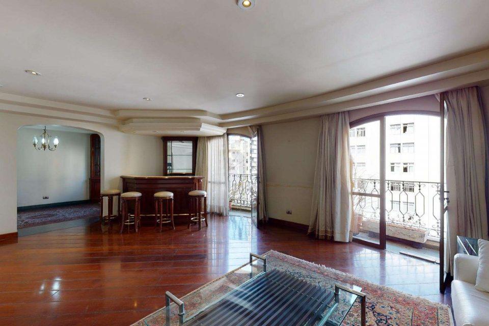 Apartamento de 193 metros quadrados de área útil no Jardim America, em prédio Lindenberg com jardim, 3 amplos dormitórios e 2 vagas na garagem.