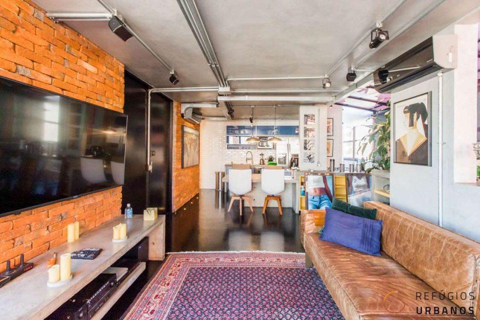 Apartamento ideal para quem gosta de receber: reforma super descolada, bem localizado no Itaim com 1 suite, área externa grande e 01 vaga!