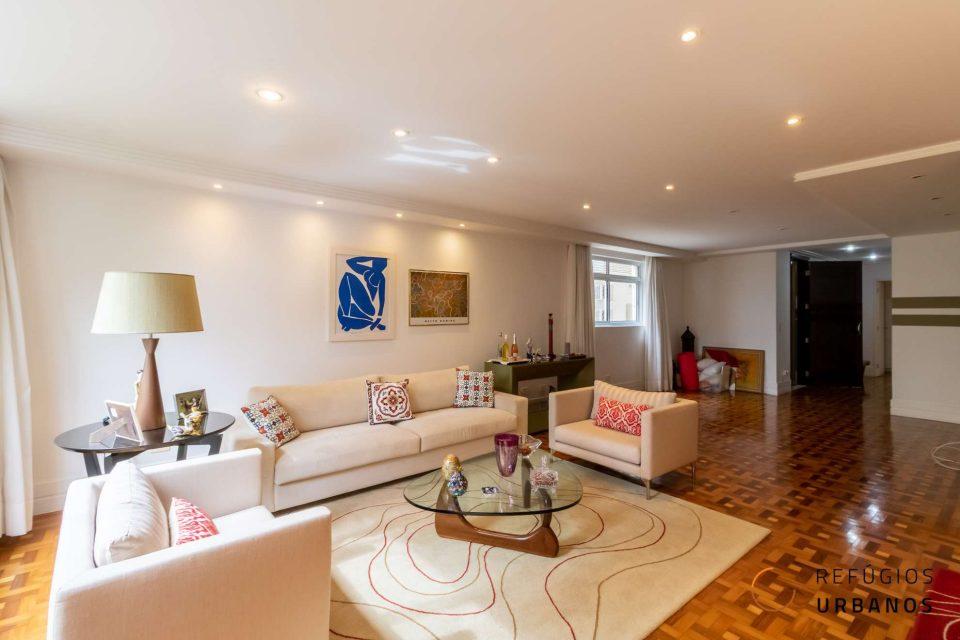 Apartamento na Vila Buarque, entre Higienopolis e Santa Cecilia, com 218m2, pronto para morar, com quatro dormitórios, sendo duas suites e duas vagas.