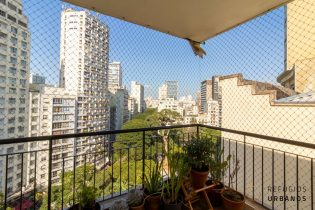 Apartamento no Largo do Arouche, com 41m2, varanda, andar alto com vistas lindas equipado e finalizado com todo cuidado, prontinho para morar.