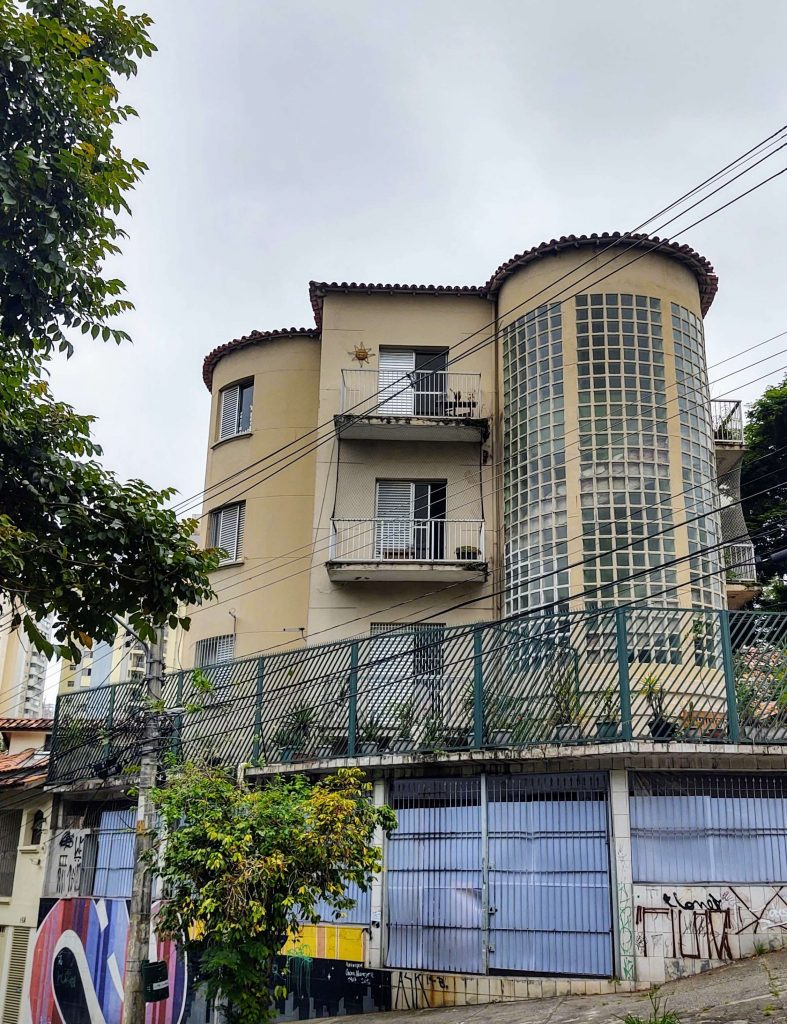 Edf. Tupã - Rua Crasso x Rua Rafael Correa (Foto: Claudia Carvalho)