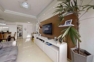 Vila Nova Conceição, apartamento reformado com 95 m2, 2 quartos/2 suítes, 1 vaga. Cozinha americana. Lavabo. Face norte. Excelente localização.