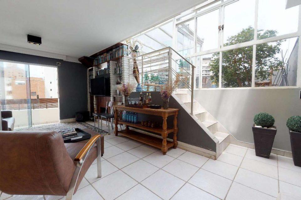Vila Olímpia, cobertura duplex com 156 m2. Área privativa de lazer com churrasqueira e forno de pizza. Vista da cidade. 2 quartos/1 suíte. 2 vagas.