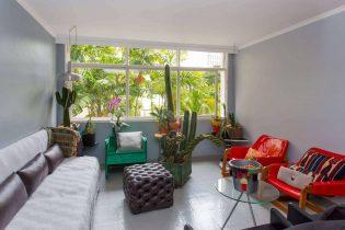 No Itaim, apartamento reformado de 106 metros quadrados de área útil, bastante iluminado com2 dormitórios, 01 vaga e bem localizado.
