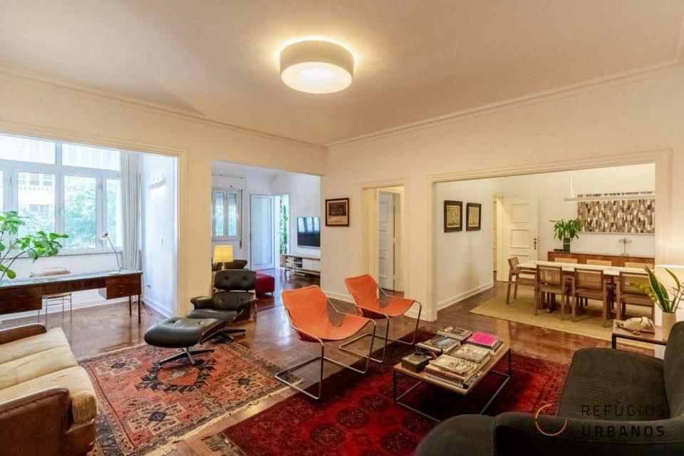 Apartamento na Av. São Luis, em edifício icônico, com 189m2 construídos, reformado, com varandão, home office e dois quartos, sendo uma suite.