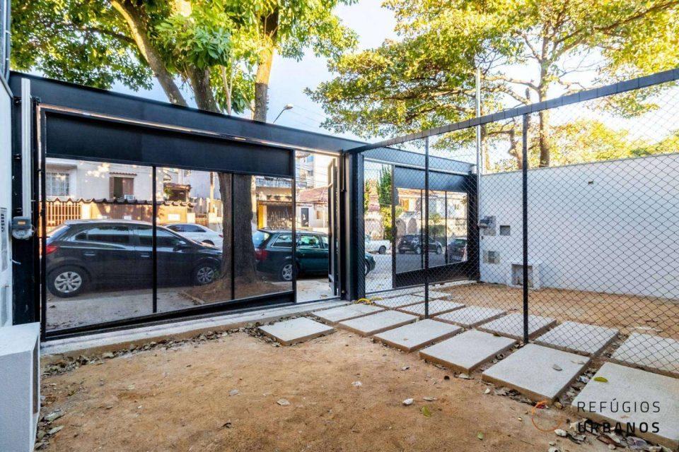 Tranquilidade no Alto de Pinheiros, em casa moderna e recém construída com 180m² de área útil, 200m² de área total, 3 dormitórios e 2 vagas