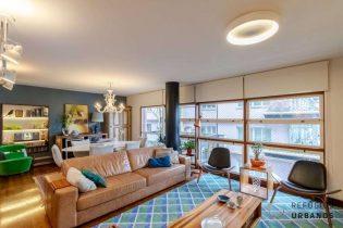 Apartamento em Higienopolis, arquitetura assinada por Israel Galman, com 148m2, reformado, com varanda simpática, 3 quartos, sendo 1 suite e uma vaga.