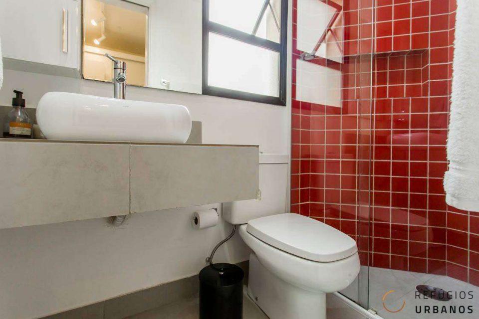 Charmoso apê com 70m2, 02 quartos, sendo 01 suíte, 02 banheiros,