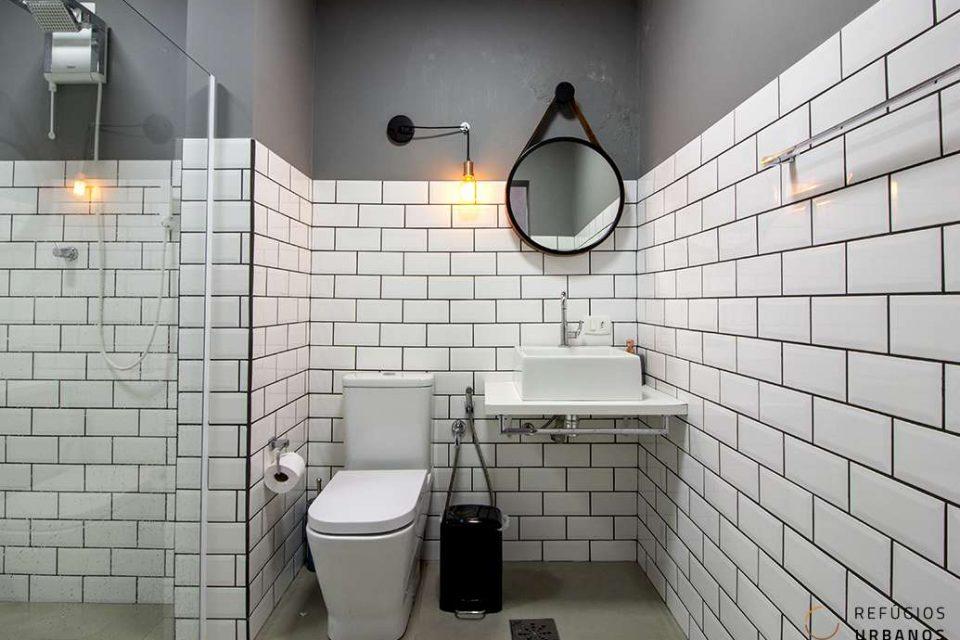 Banheiro amplo e contemporaneo