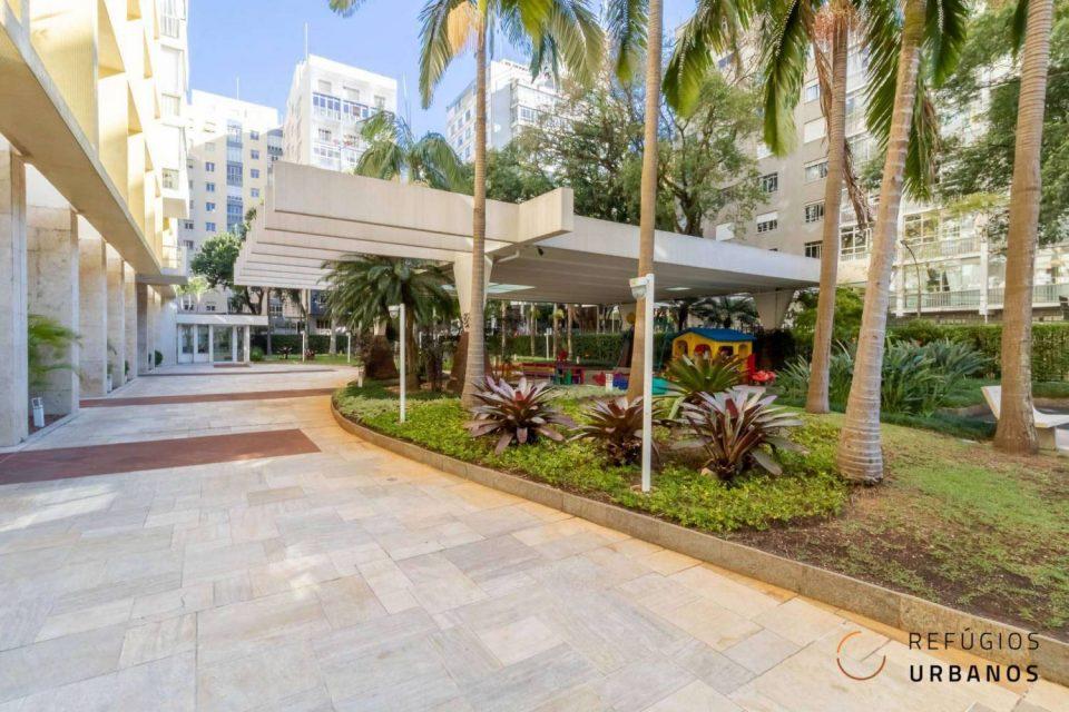 Apartamento em Higienopolis, com 218m2, andar alto, varandão, 4 quartos, sendo 1 suite e 2 vagas em prédio com lazer completo.