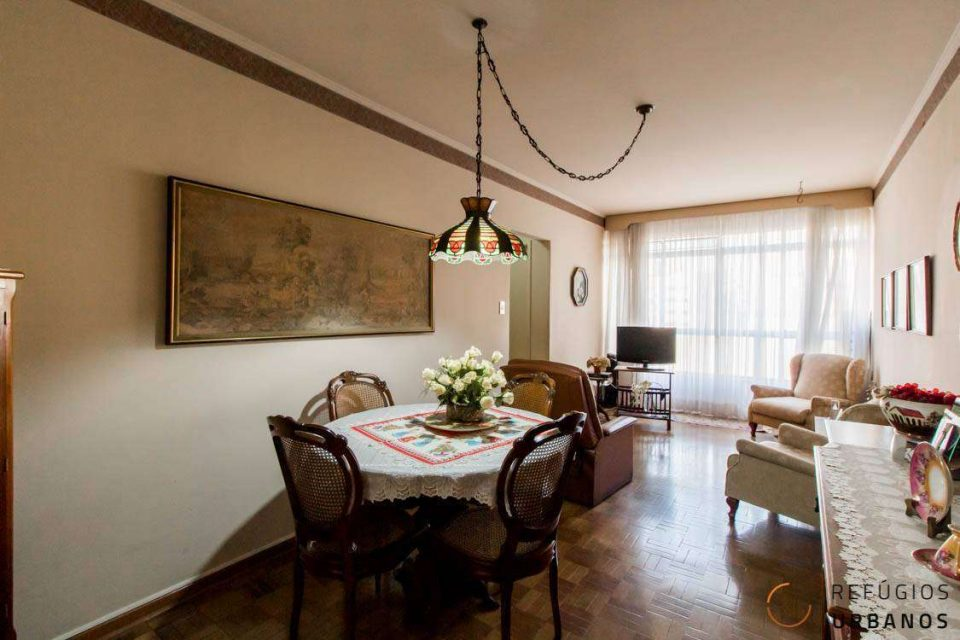 Apartamento na Vila Buarque/Higienopolis com 83m2, localização incrível, para reforma, 2 quartos e uma planta espetacular.