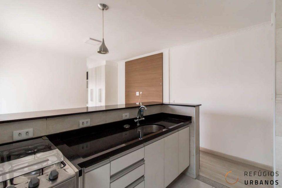 Apartamento no Largo do Arouche, com 43m2, varanda bacana, andar alto, equipado efinalizado com todo cuidado, prontinho para morar.