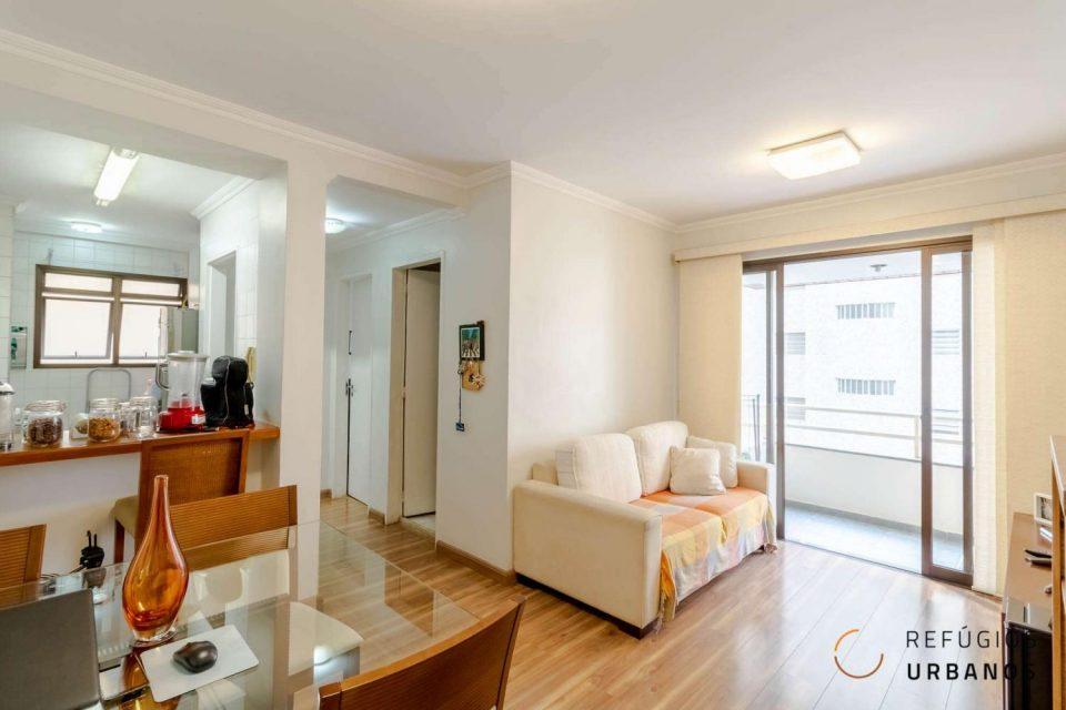 Apartamento de um dormitório bem conservado com 45m2, super iluminado, com lazer e varandinha na Consolação, perto da avenida Paulista