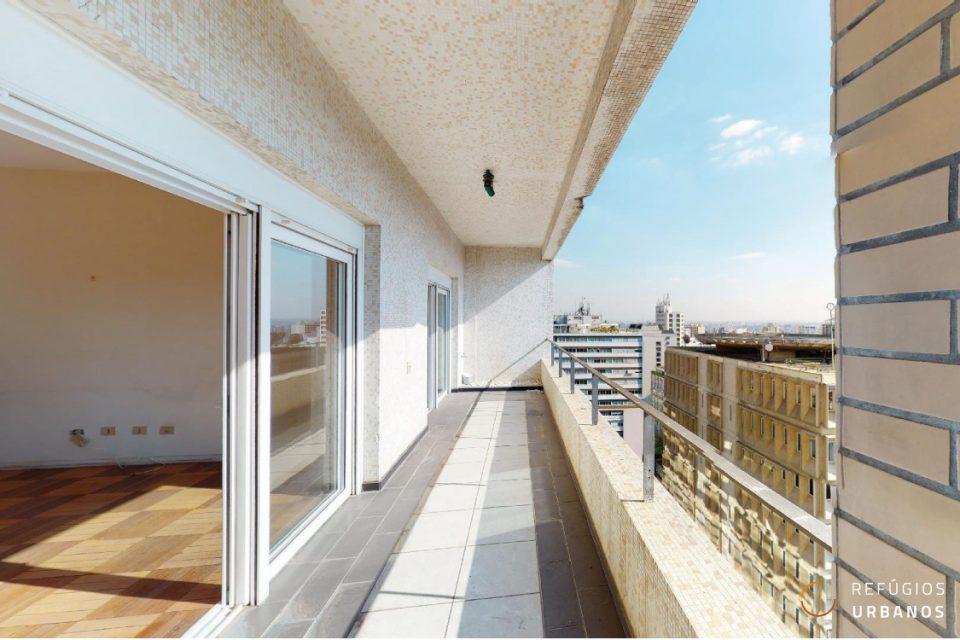 Apartamento de 345m2 com três dormitórios e uma super varanda na Haddock Lobo, próximo da Paulista em prédio icônico