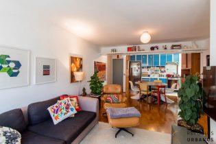 Moema Índios, apartamento de 83 m2, uma reforma linda, 2 quartos, cozinha americana, janelão, 1 vaga. Prédio com quadra de tênis e lazer.